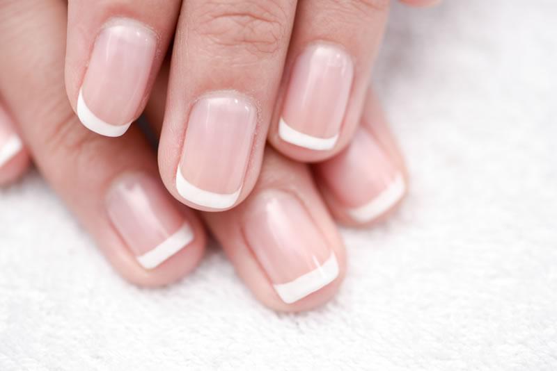 Manicure tytanowy – jak stosować tytan do paznokci?