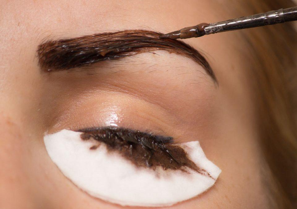 Henna pudrowa – co to jest i na czym polega zabieg