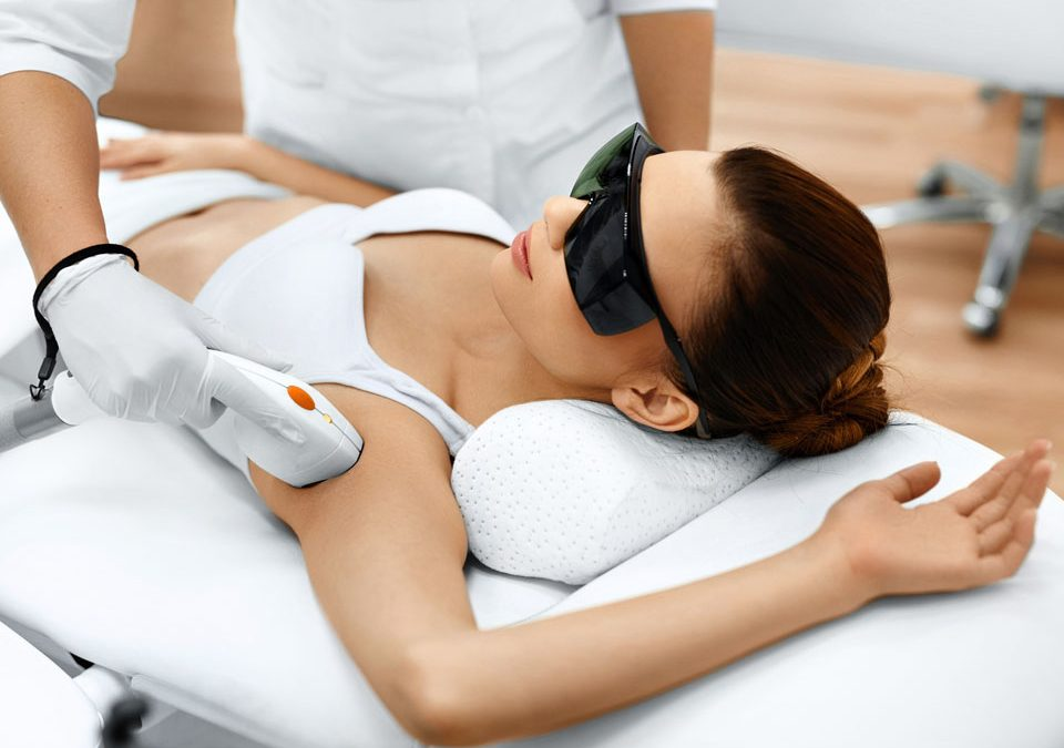 Laserowe leczenie trądziku – jak przebiega zabieg?